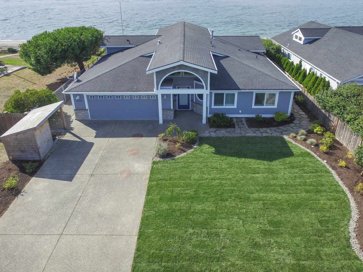 Single Family Home for Sale at Whidbey Waterfront Retreat 3694 Oceanside Dr Greenbank, Washington 98253 United States