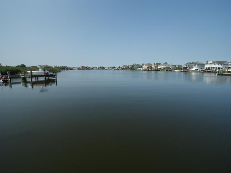 Terrain pour l Vente à Waterfront Lot With Bayviews 131 Highway 35 S Mantoloking, New Jersey, 08738 États-Unis