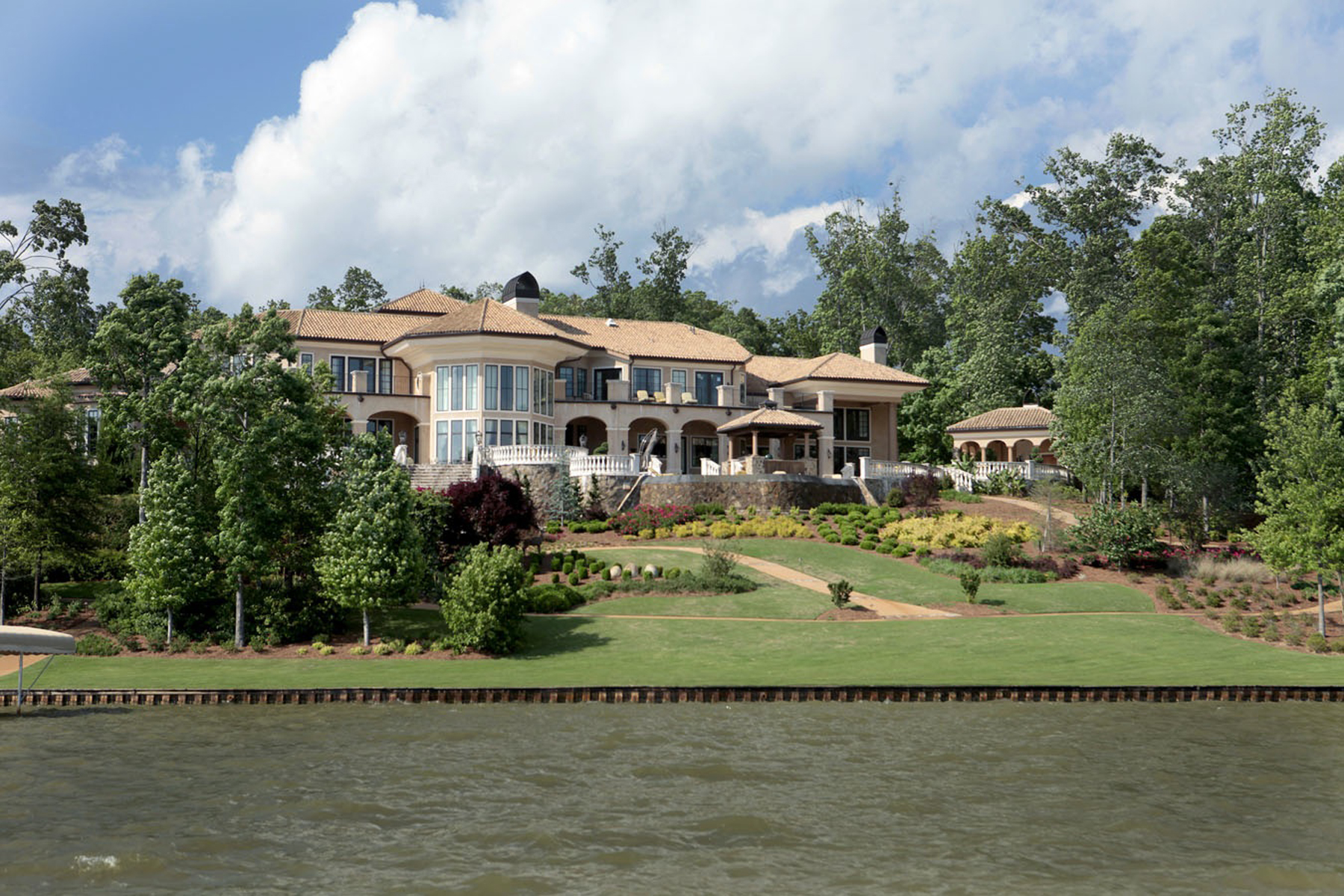 Additional photo for property listing at Lakefront Opulence 1270 Club Cove Drive Greensboro, Georgia 30642 États-Unis