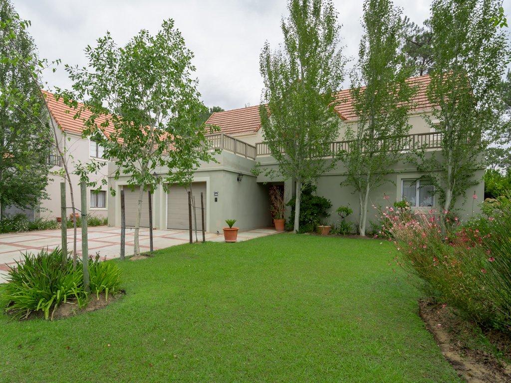 Vivienda unifamiliar por un Venta en Boschenmeer Golf & Country Estate Paarl, Provincia Occidental Del Cabo, 7646 Sudáfrica