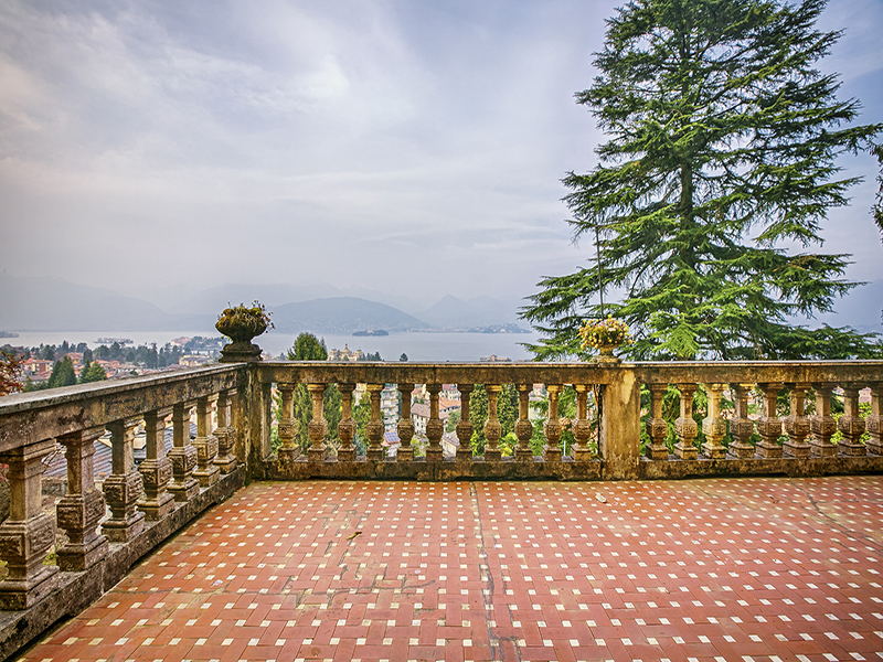 Additional photo for property listing at Renowned villa with amazing views Via privata Bono Lamberti Stresa, Verbano Cusio Ossola 28835 Italien