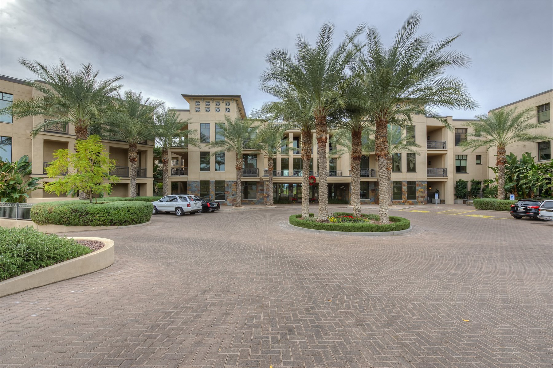 一戸建て のために 売買 アット Luxury condo in Fairway Lodge. 8 BILTMORE EST 212 Phoenix, アリゾナ 85016 アメリカ合衆国