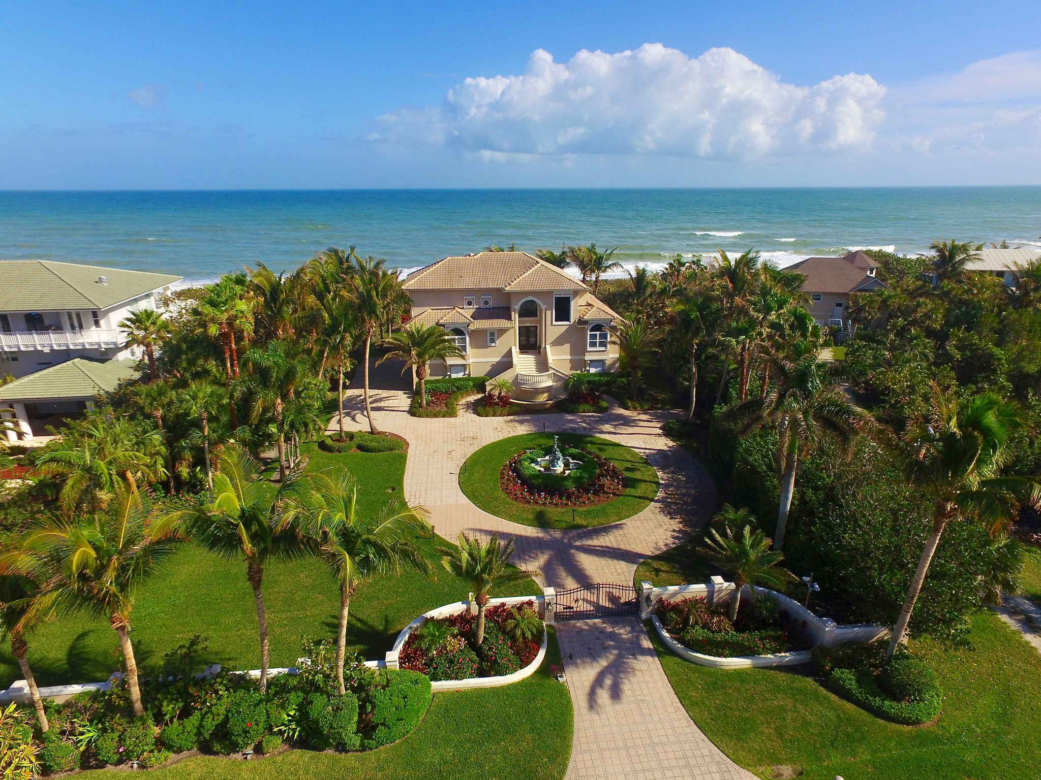 Moradia para Venda às Ocean To River Gated Oceanfront Estate 12440 Highway A1A Vero Beach, Florida, 32963 Estados Unidos