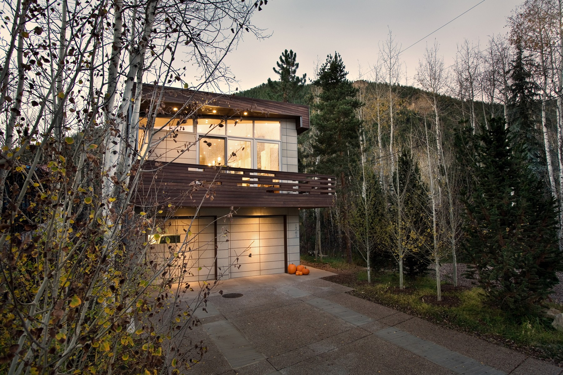 Maison unifamiliale pour l Vente à Enticing Contemporary in East Aspen 1291 Riverside Drive East Aspen, Aspen, Colorado, 81611 États-Unis