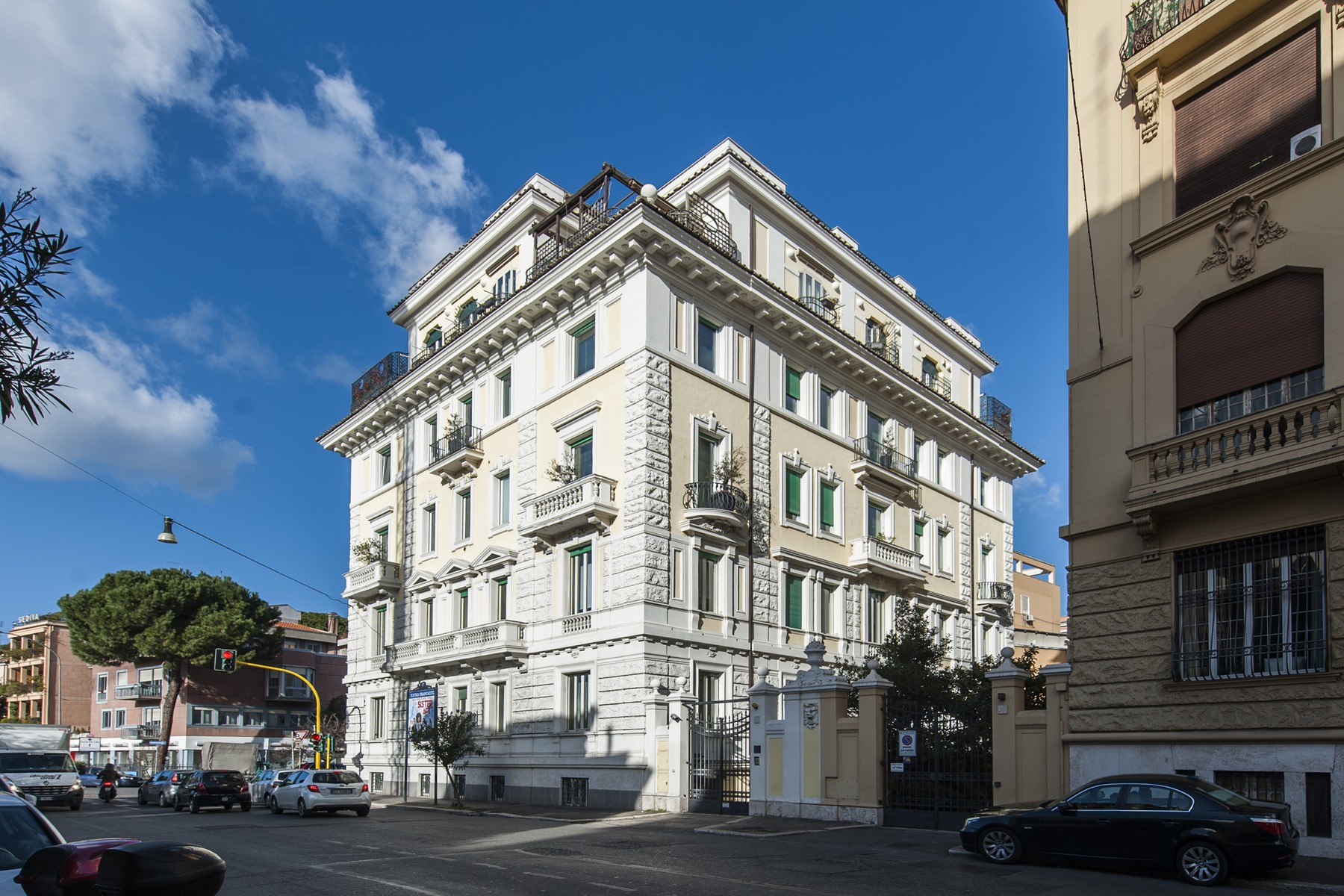 Additional photo for property listing at Uffici di alta rappresentanza ai Parioli Via Antonio Stoppani Rome, Roma 00197 Italia
