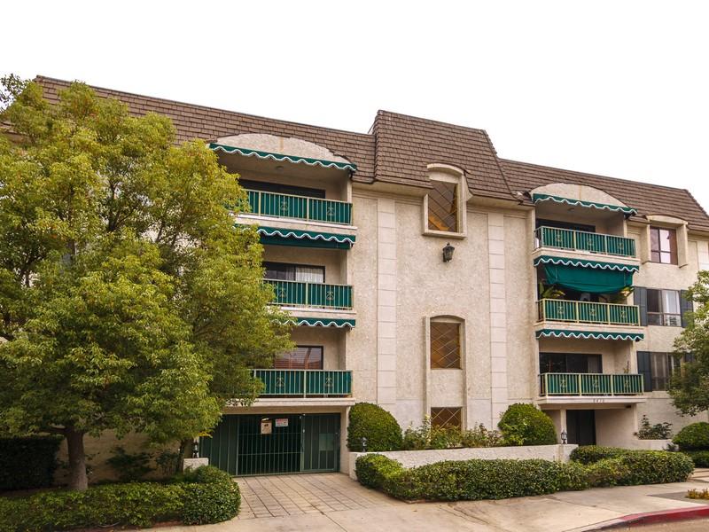 Condominium for Sale at 5416 Zelzah Ave #203 5416 Zelzah Ave 203 Encino, California 91316 United States