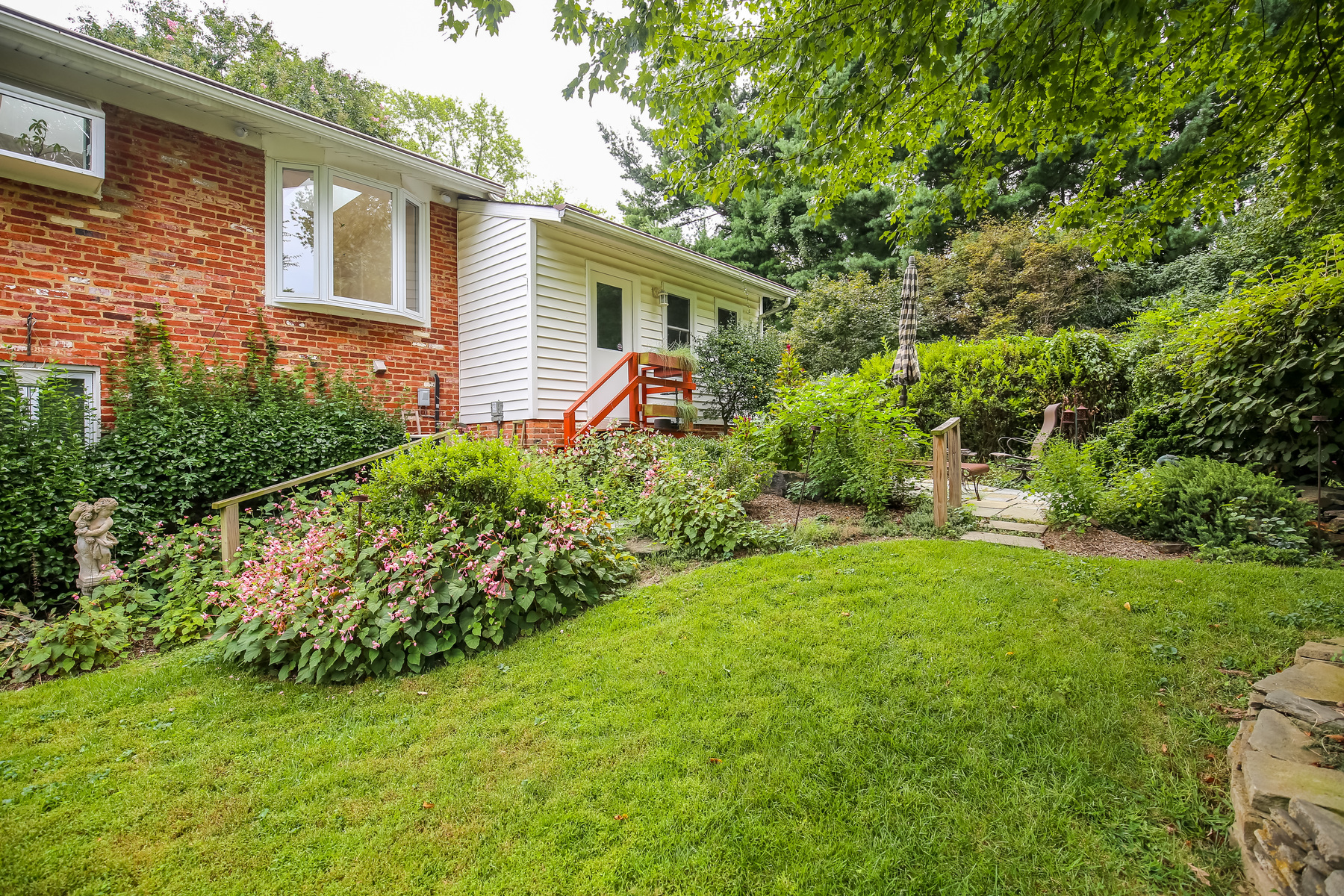 Additional photo for property listing at 2028 Dexter Drive, Falls Church  Falls Church, Virginia 22043 Estados Unidos