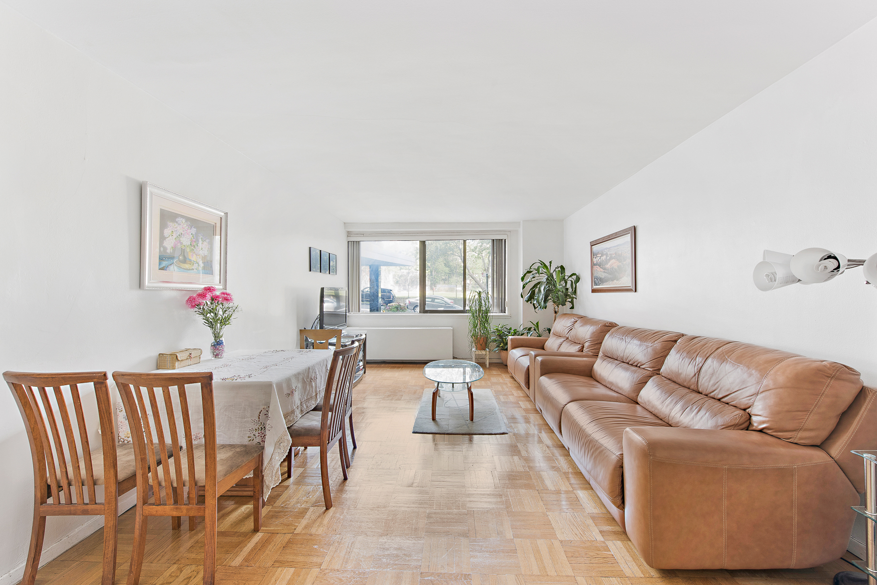 Cooperativa por un Venta en Large and Light-filled 2 BR 3671 Hudson Manor Terrace 1H Riverdale, Nueva York, 10463 Estados Unidos
