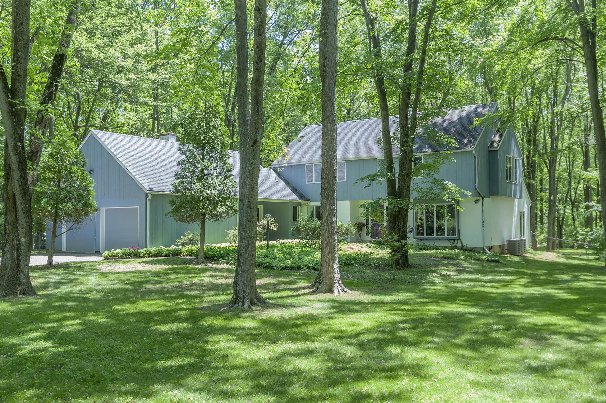 Moradia para Venda às A Nature Lover's Retreat, Hugged by Trees - Lawrence Township 19 Carson Road Princeton, Nova Jersey 08540 Estados Unidos
