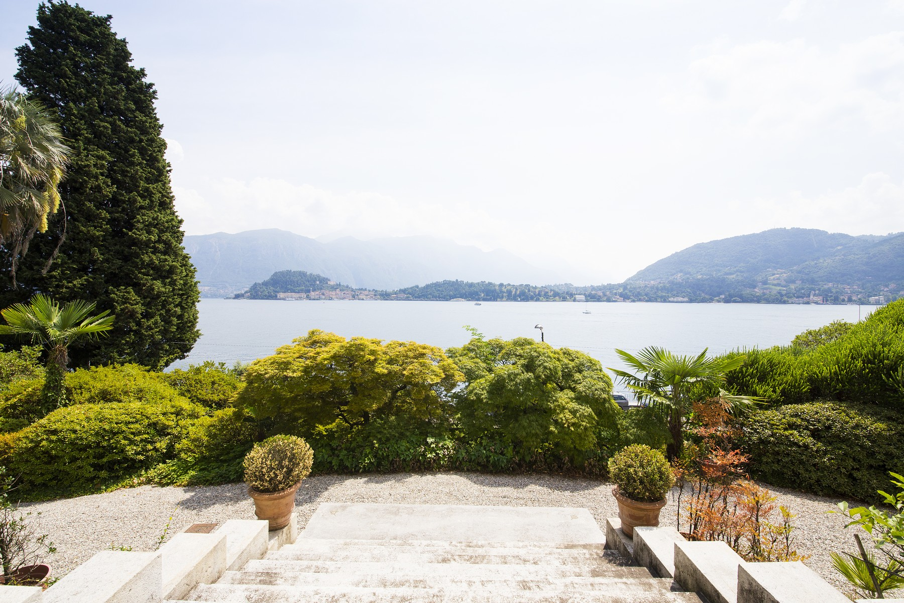Additional photo for property listing at Elegant historic villa overlooking the Lake of Como Via Regina Griante, Como 22011 Italy