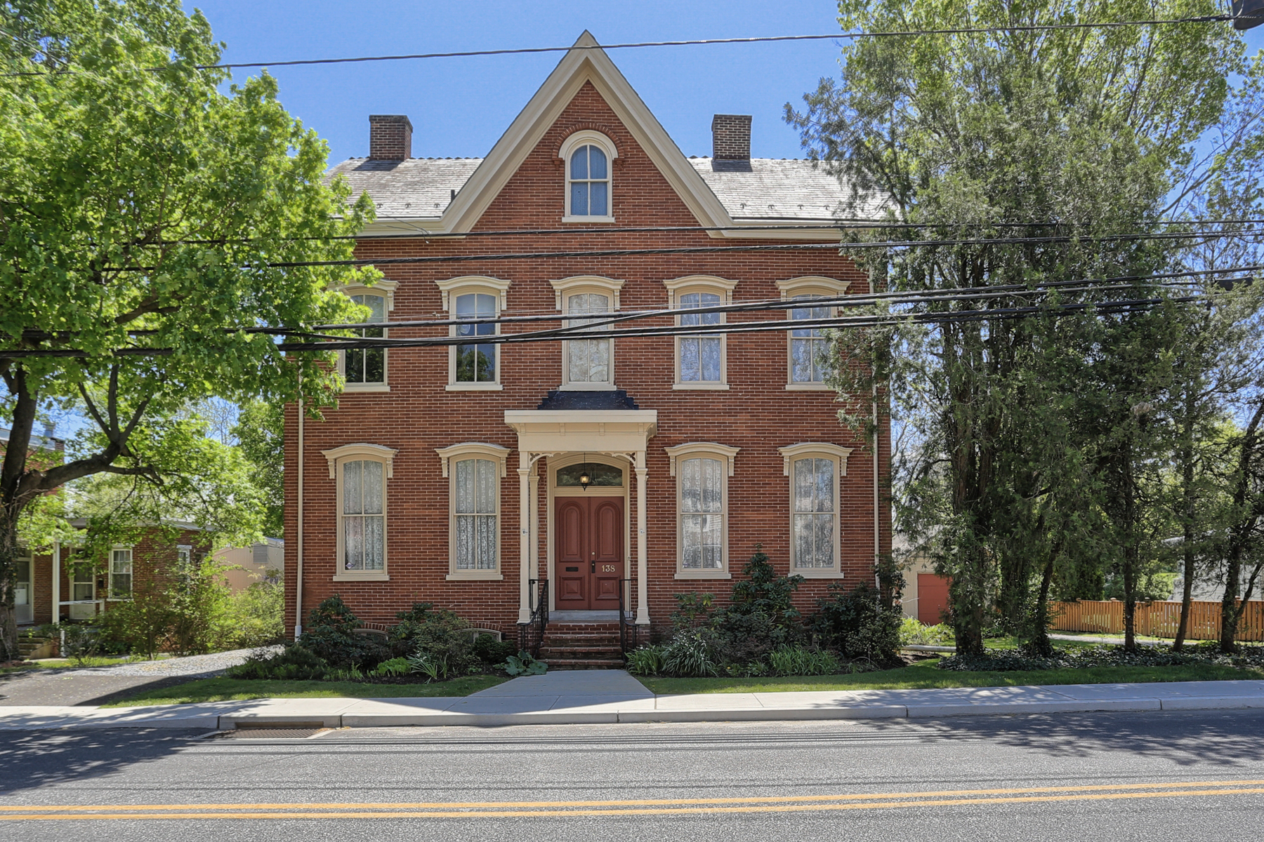 Частный односемейный дом для того Продажа на 138 West Frederick Street Millersville, 17551 Соединенные Штаты