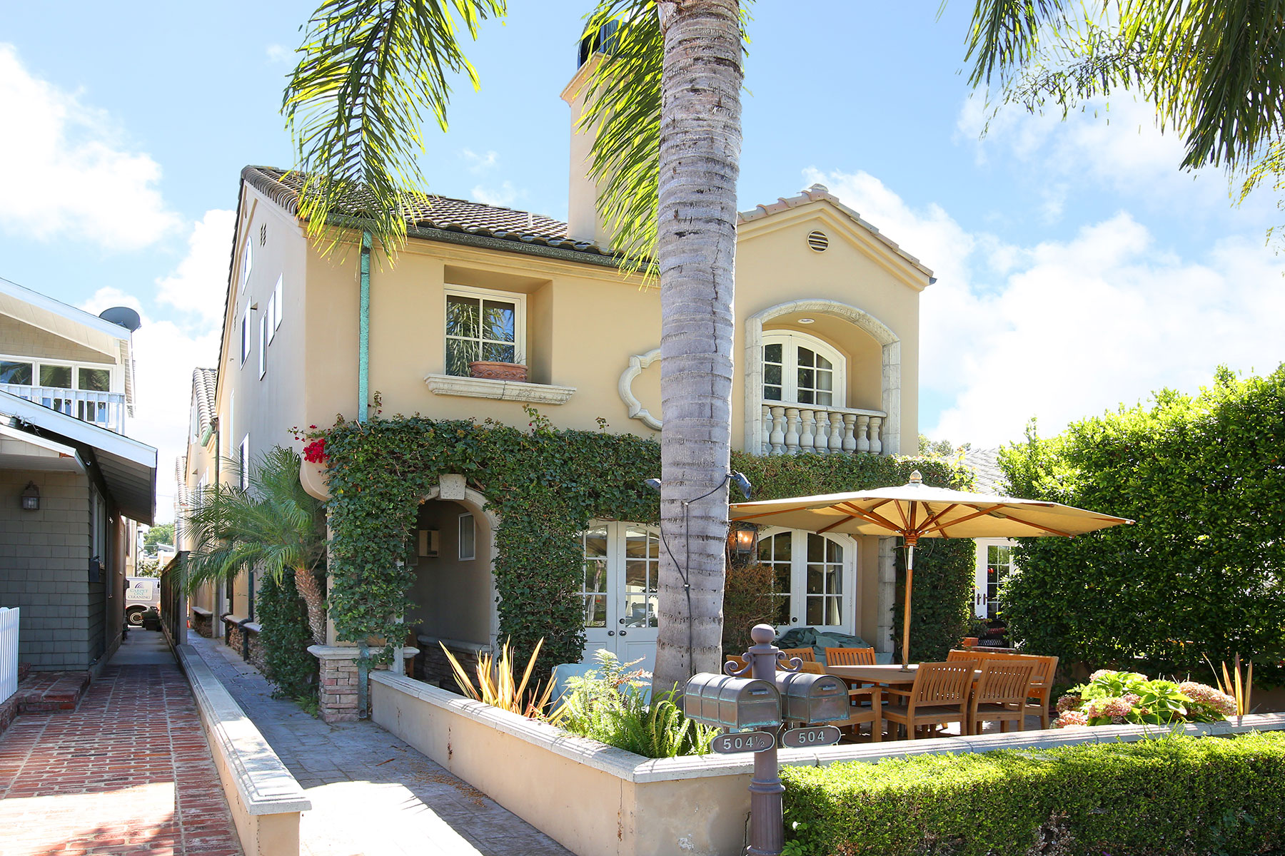 sales property at 504.5 Marguerite Ave.