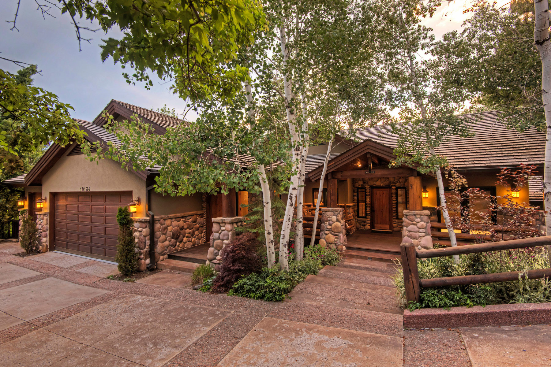 Villa per Vendita alle ore Classic Mountain Retreat 10134 S Wasatch Blvd Sandy, Utah, 84092 Stati Uniti