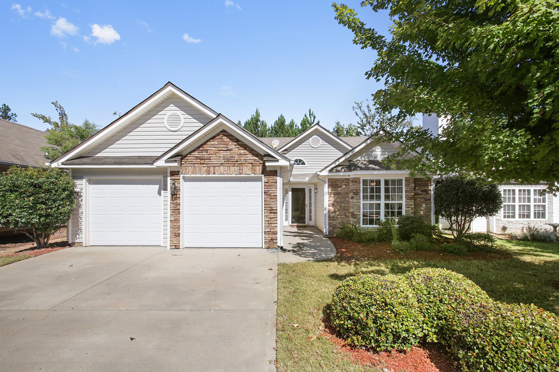 Villa per Vendita alle ore Former Summergrove Model Home! 147 Hunterian Place Newnan, Georgia, 30265 Stati Uniti