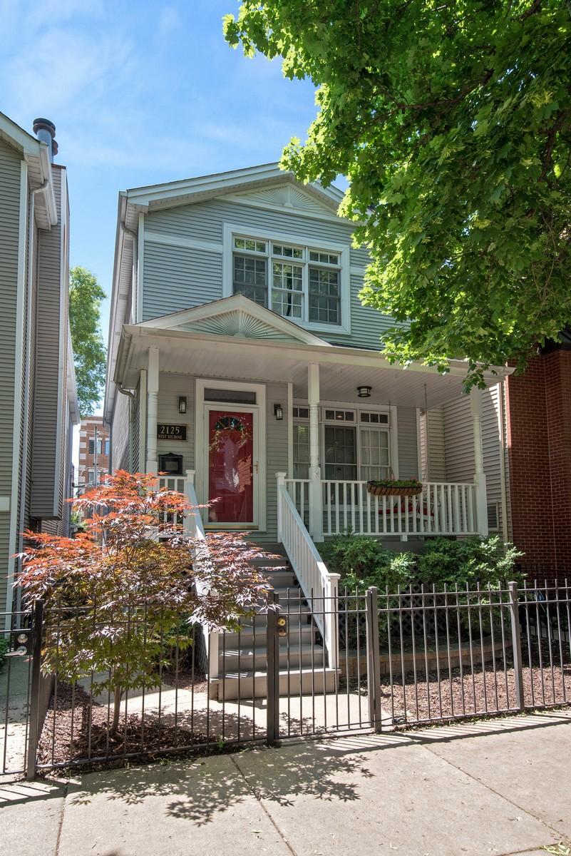 Maison unifamiliale pour l Vente à Exceptional Updated Single Family Home 2125 W Melrose Street North Center, Chicago, Illinois, 60618 États-Unis