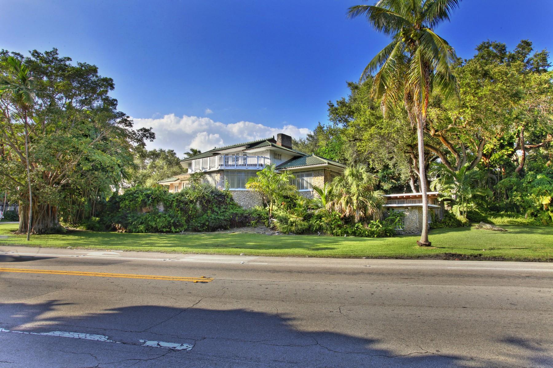 Casa para uma família para Venda às 1665 S Bayshore Dr Coconut Grove, Florida 33133 Estados Unidos