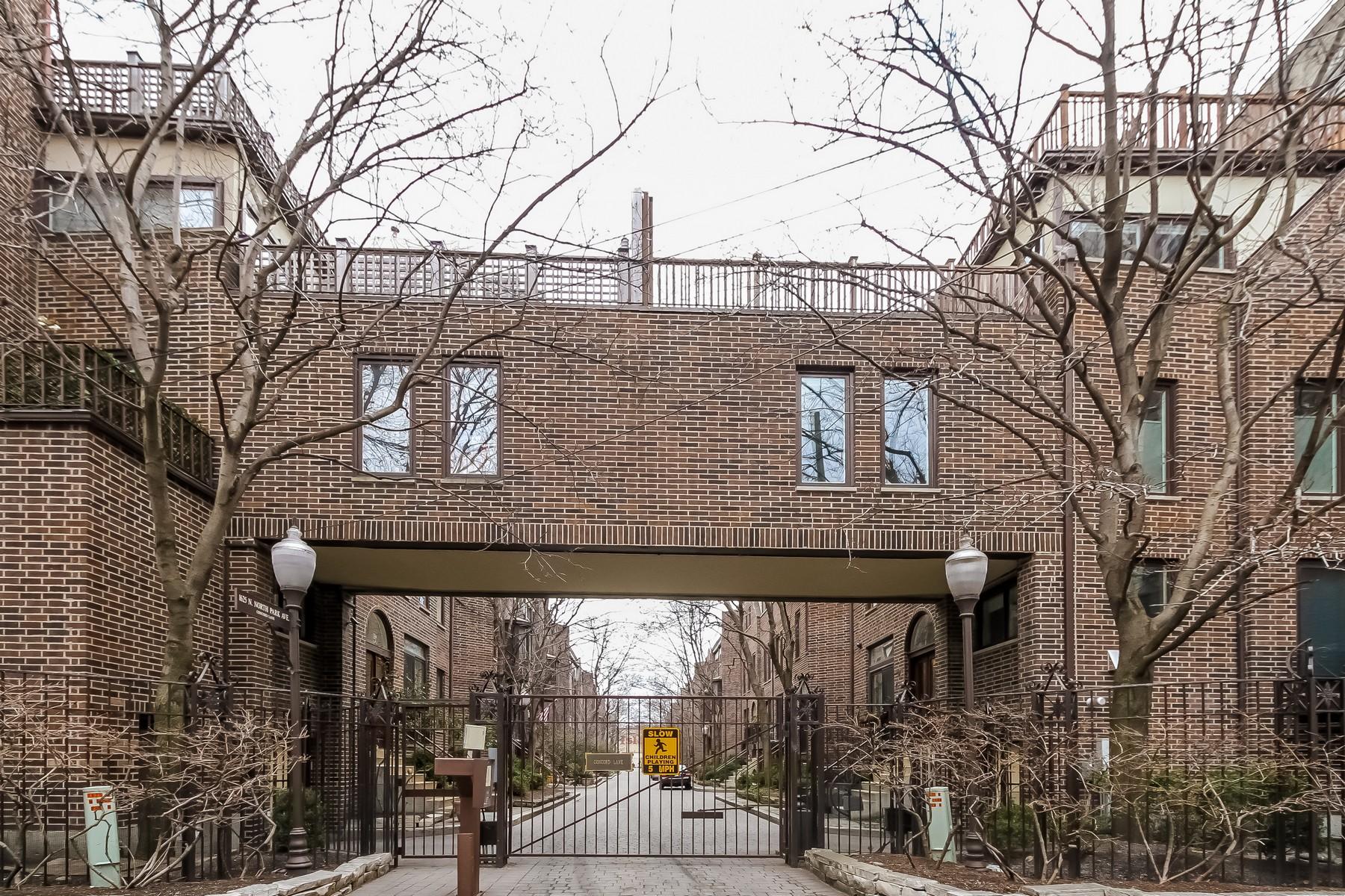 Adosado por un Venta en Rarely Availabel Extra-Wide Townhome 229 W Concord Lane Near North Side, Chicago, Illinois, 60614 Estados Unidos
