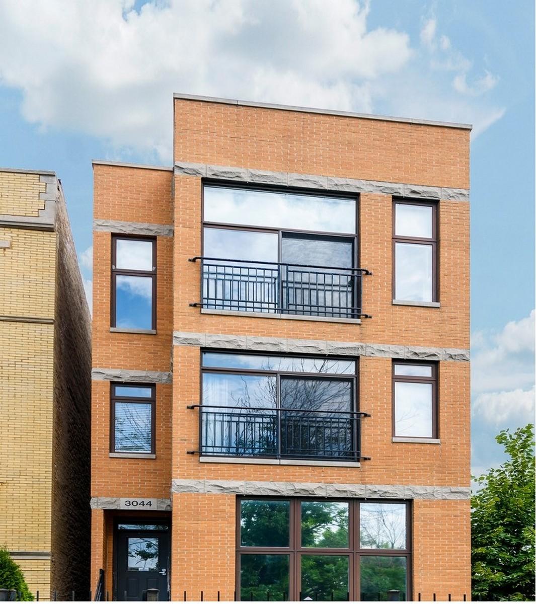 콘도미니엄 용 매매 에 Beautiful Brick Condo 3044 W Franklin Boulevard Unit 2 Chicago, 일리노이즈, 60612 미국