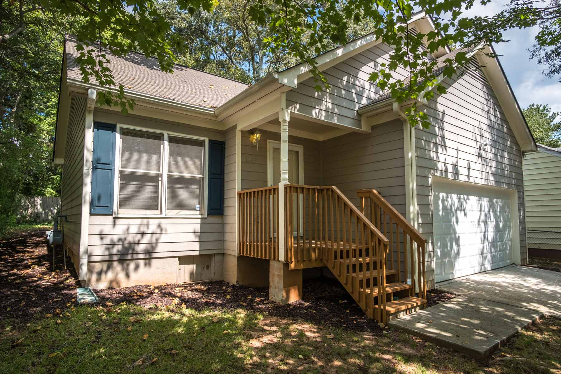 Maison unifamiliale pour l Vente à Meticulously Maintained, Move In Ready Bungalow 1127 Regent Street SW Sylvan Hills, Atlanta, Georgia, 30310 États-Unis