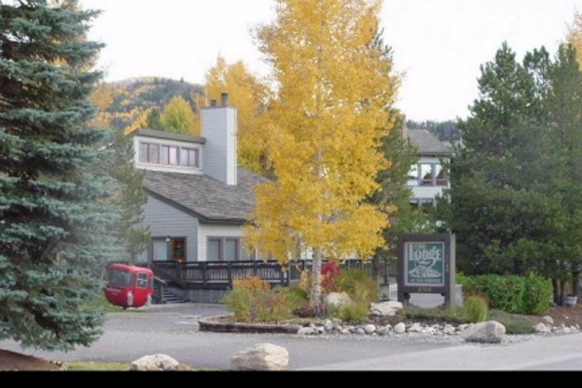 Copropriété pour l Vente à Convenient Lodge Condominiums 2700 Village Drive F201 Steamboat Springs, Colorado 80487 États-Unis