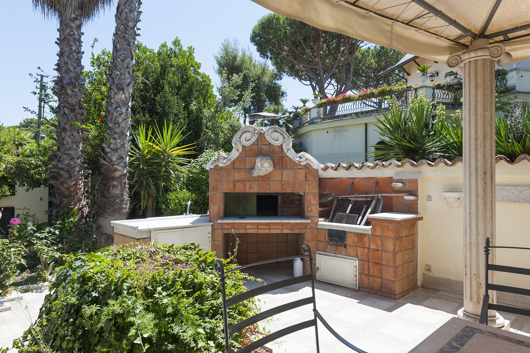 Additional photo for property listing at Art nouveau villa in Fregene Fregene, Roma Italia