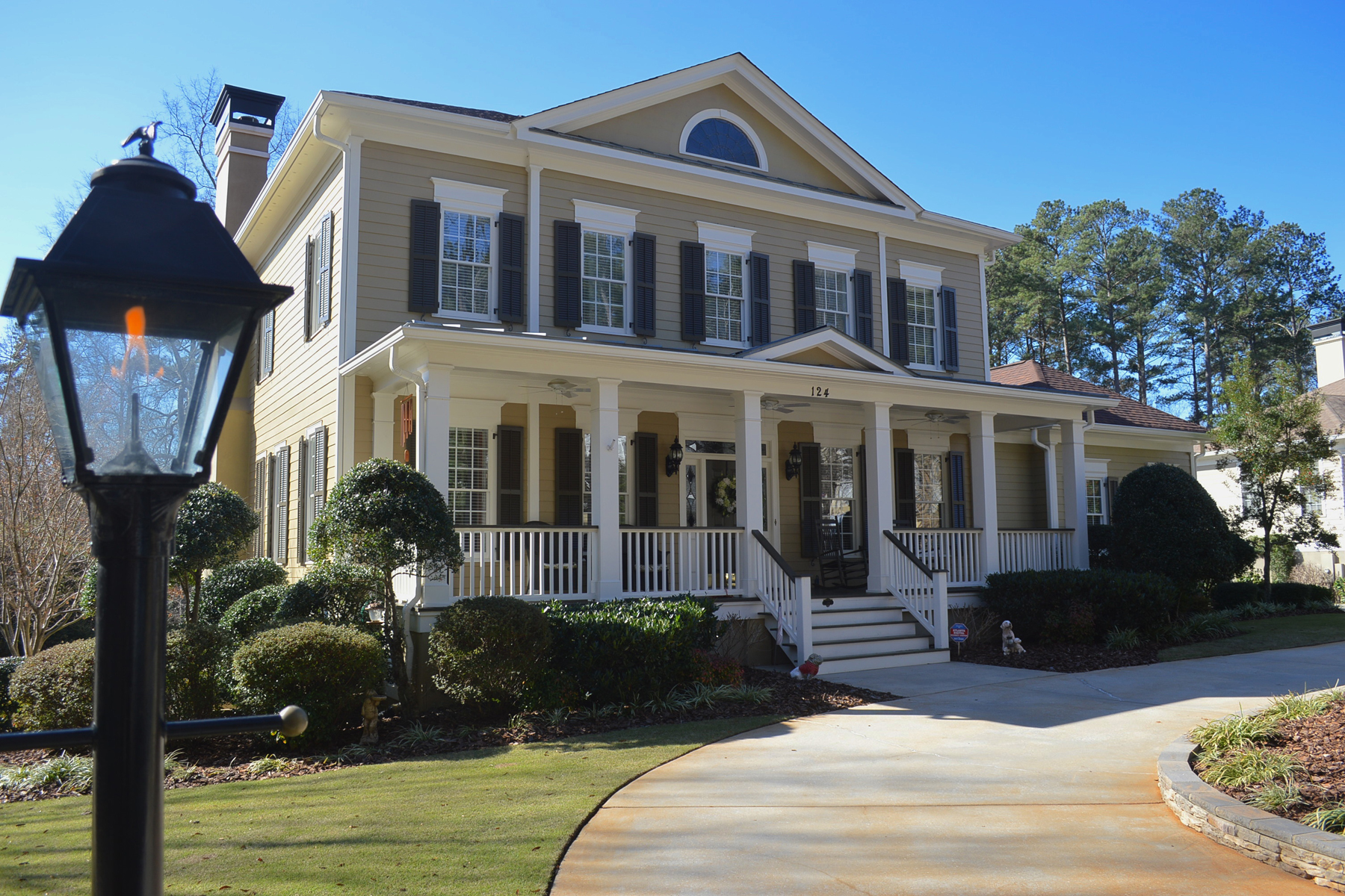 Vivienda unifamiliar por un Venta en Lake Front Home With Pool In North Cove 124 N Cove Drive Peachtree City, Georgia 30269 Estados Unidos