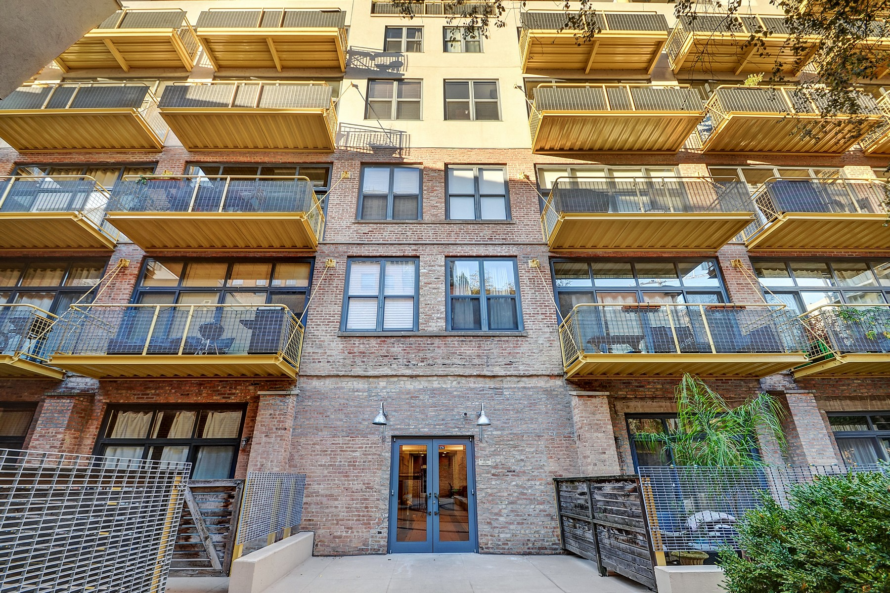 Condominium for Sale at Gorgeous South Loop Home 1910 S Indiana Avenue Unit 117 Chicago, Illinois, 60616 United States