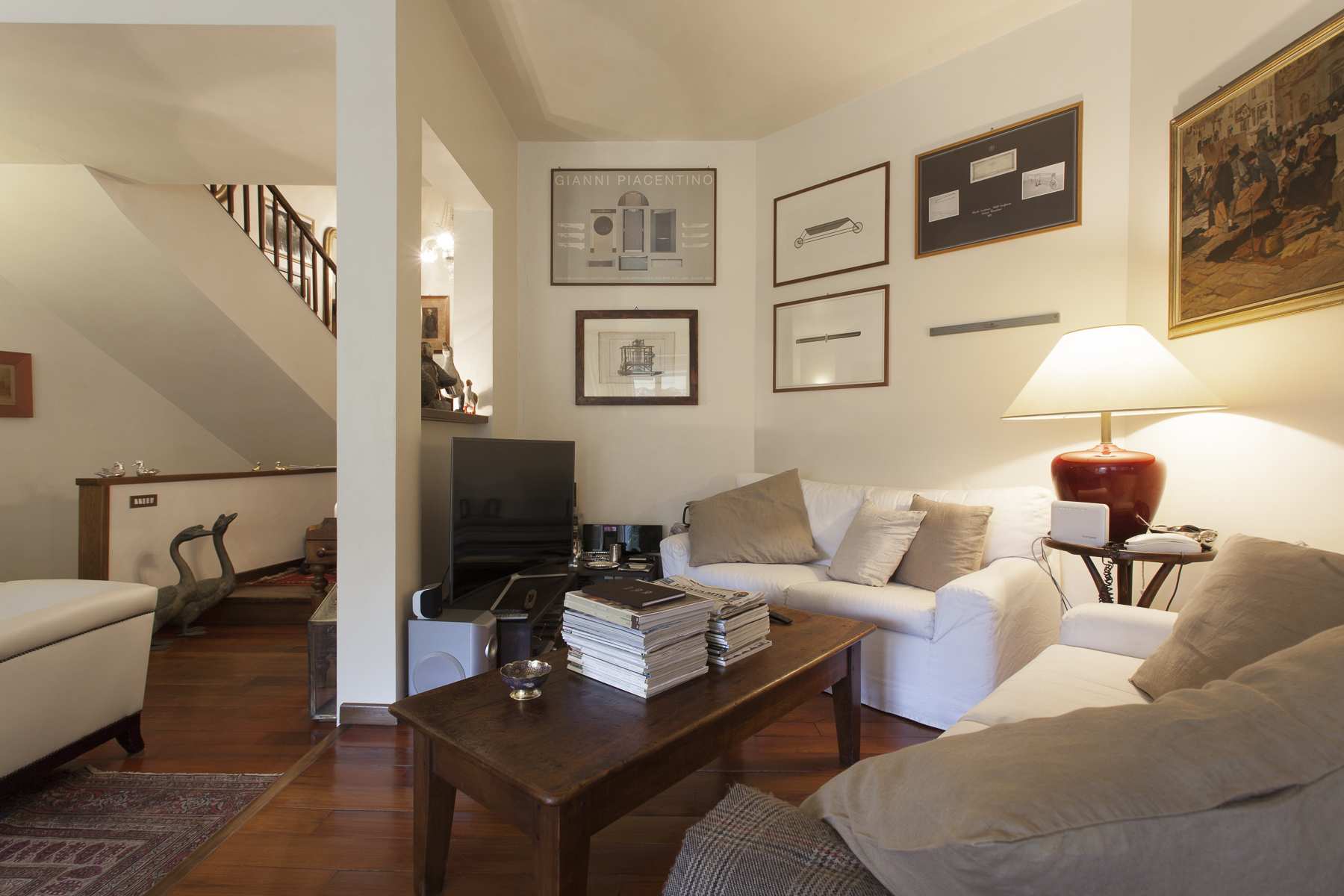 Additional photo for property listing at Magnificent Mews in Crimea Strada Antica di San Vito Turin, Turin 10133 Italia
