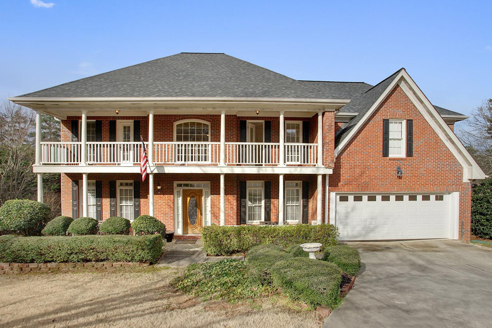 獨棟家庭住宅 為 出售 在 Brick Traditional With Balcony 2085 Park Glenn Drive Alpharetta, 喬治亞州, 30005 美國