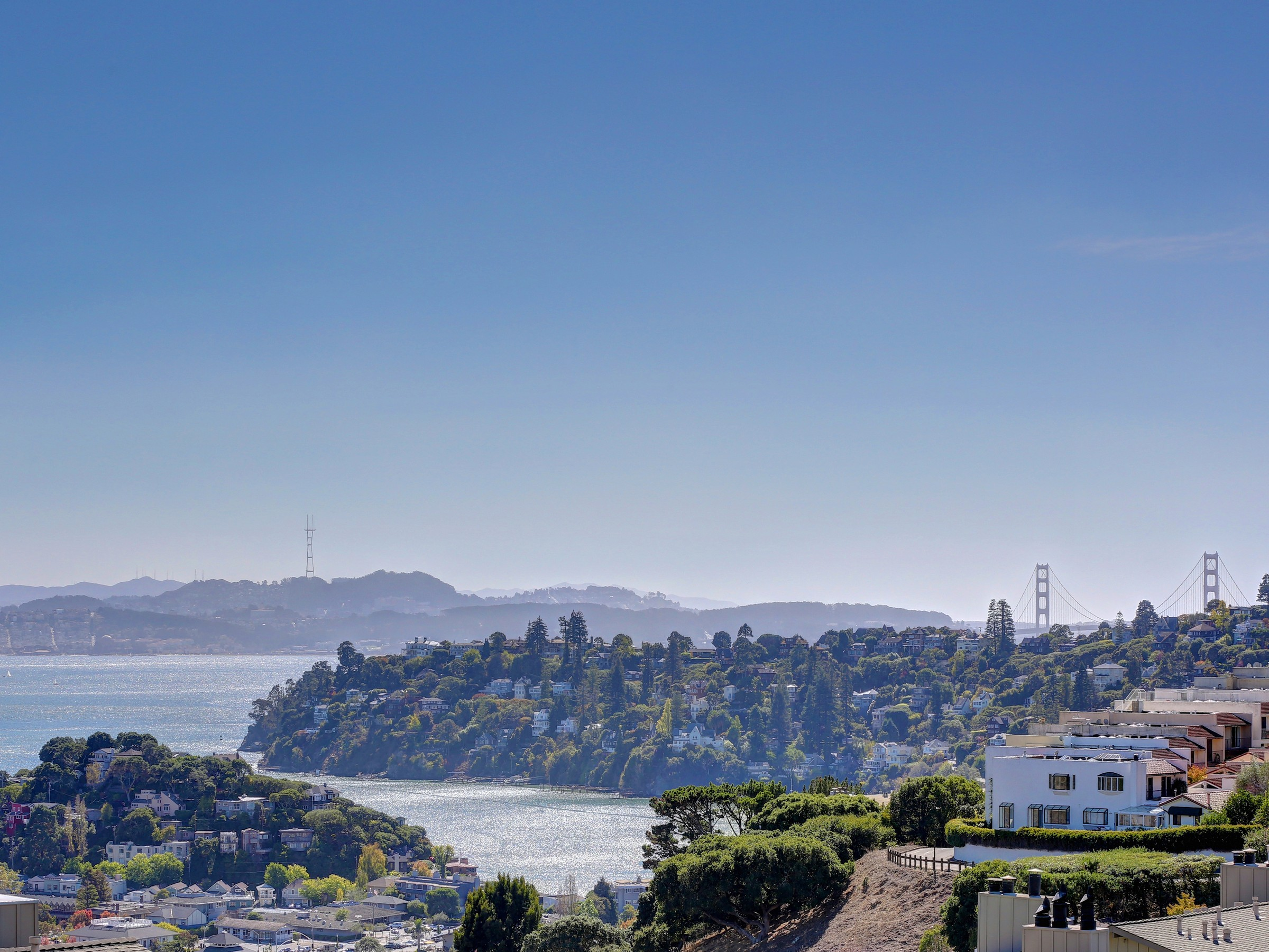 Condominio por un Venta en Spacious Bay View Condominium 99 Lyford Dr, #37 Tiburon, California 94920 Estados Unidos