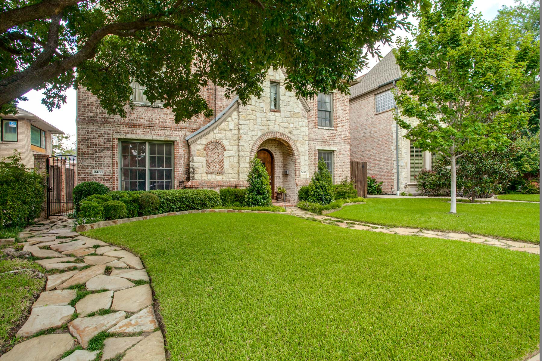Single Family Home for Sale at University Park Traditional 3438 Binkley Avenue Dallas, Texas, 75205 United States