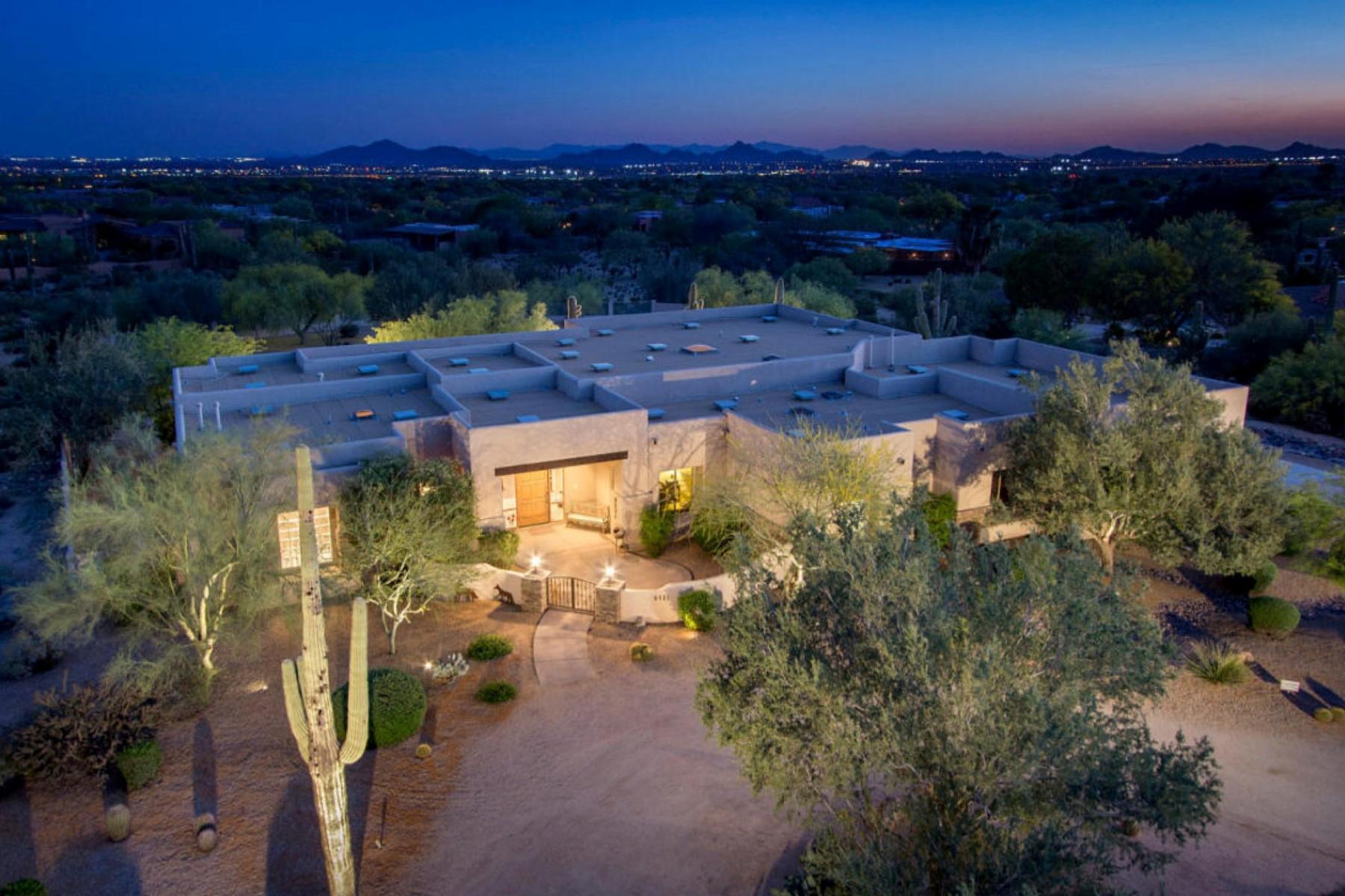 Casa Unifamiliar por un Venta en Charming Custom Estate in the Highly Desirable Gated Community of Los Gatos 8531 E Los Gatos Drive Scottsdale, Arizona 85255 Estados Unidos