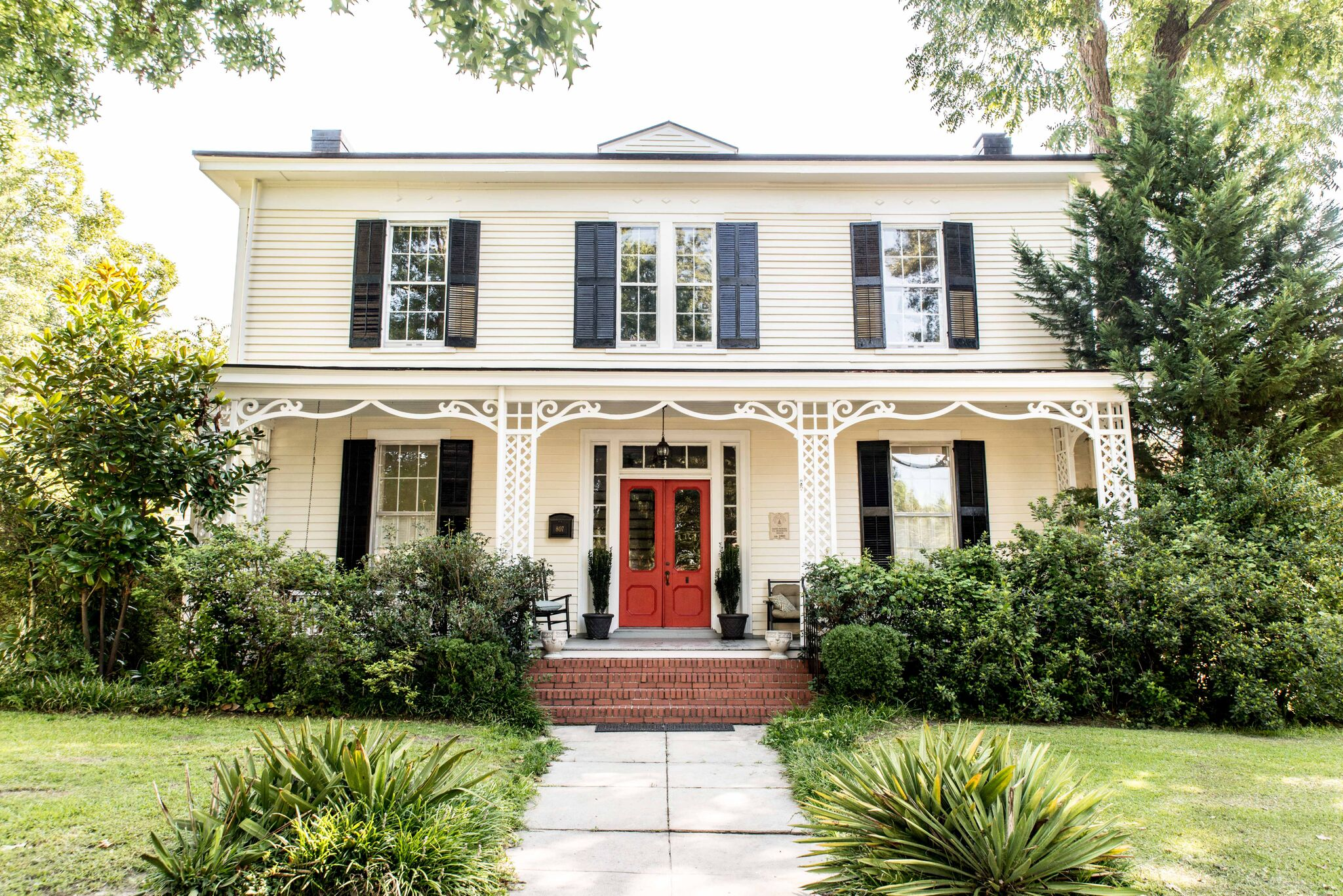 Single Family Home for Sale at Pender 807 N Main Street Tarboro, North Carolina, 27886 United StatesIn/Around: Chapel Hill, Cary, Durham, Raleigh, Rocky Mount, Greenville