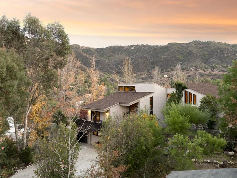 独户住宅 为 销售 在 935 Camino Calibri 卡拉巴萨斯, 加利福尼亚州, 91302 美国