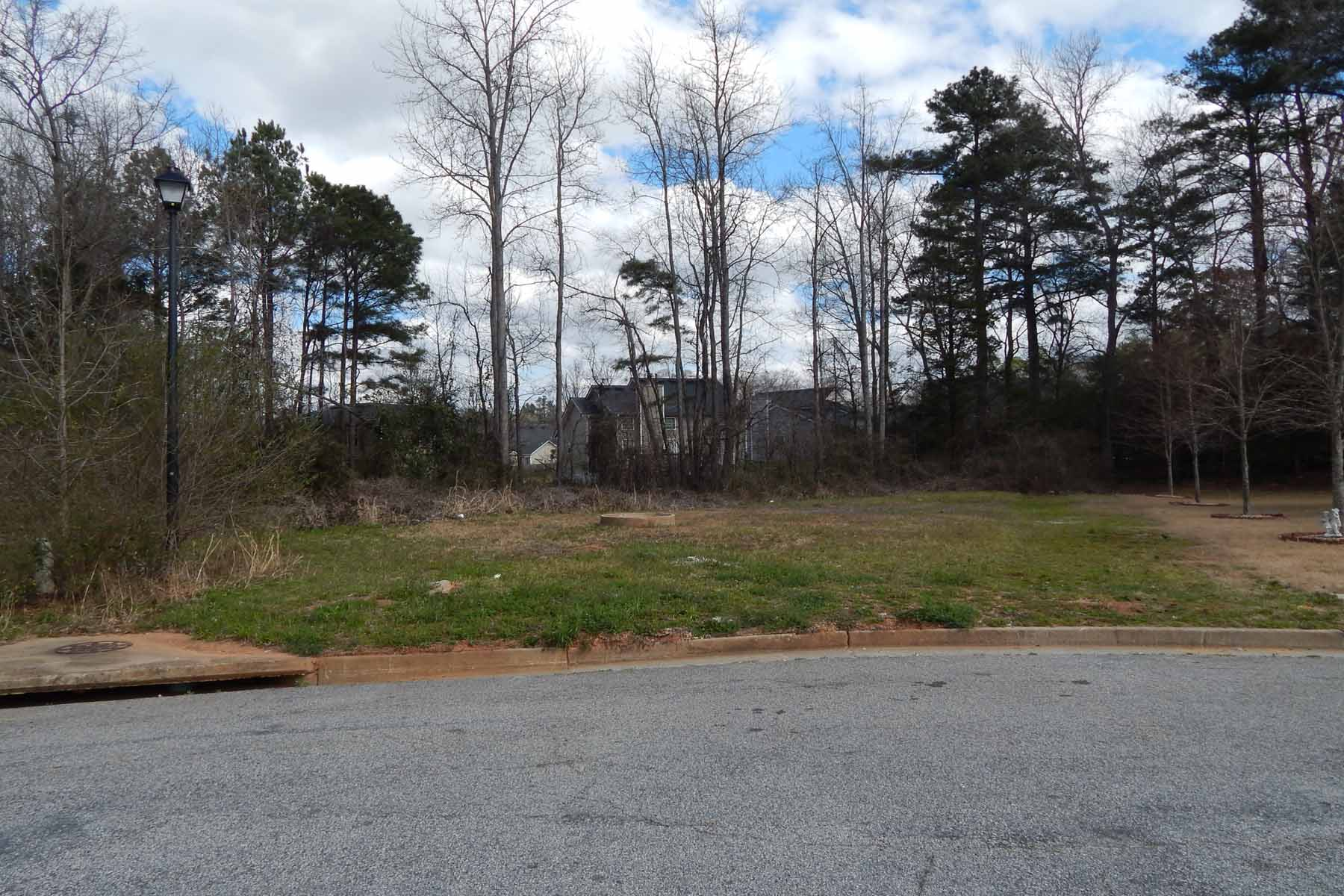 Terrain pour l Vente à Great lot for builder or to build custom home! 46 Harpers Farm Drive Newnan, Georgia, 30263 États-Unis