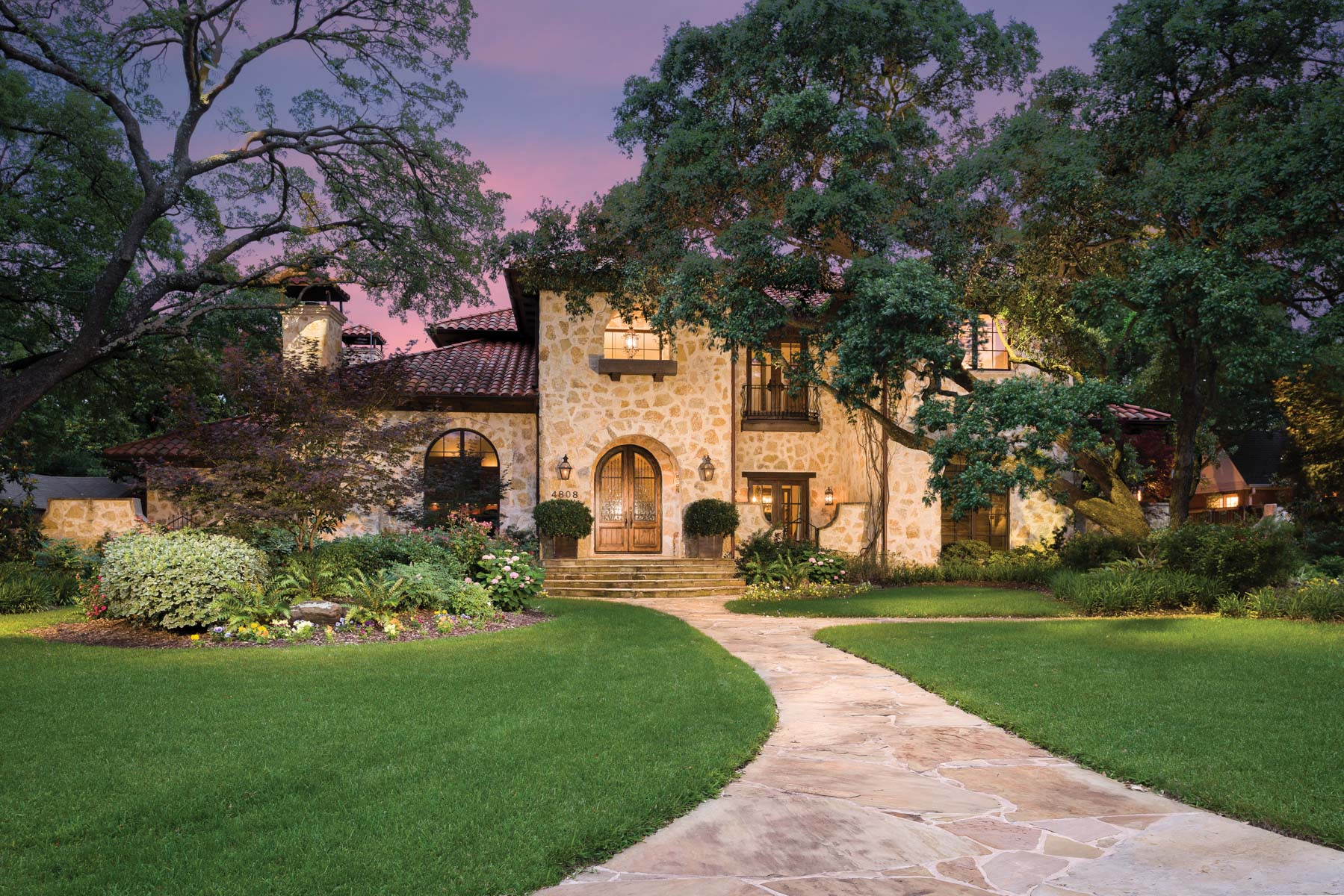 Casa para uma família para Venda às Mediterranean Preston Hollow Home 4808 Melissa Lane Dallas, Texas, 75229 Estados Unidos