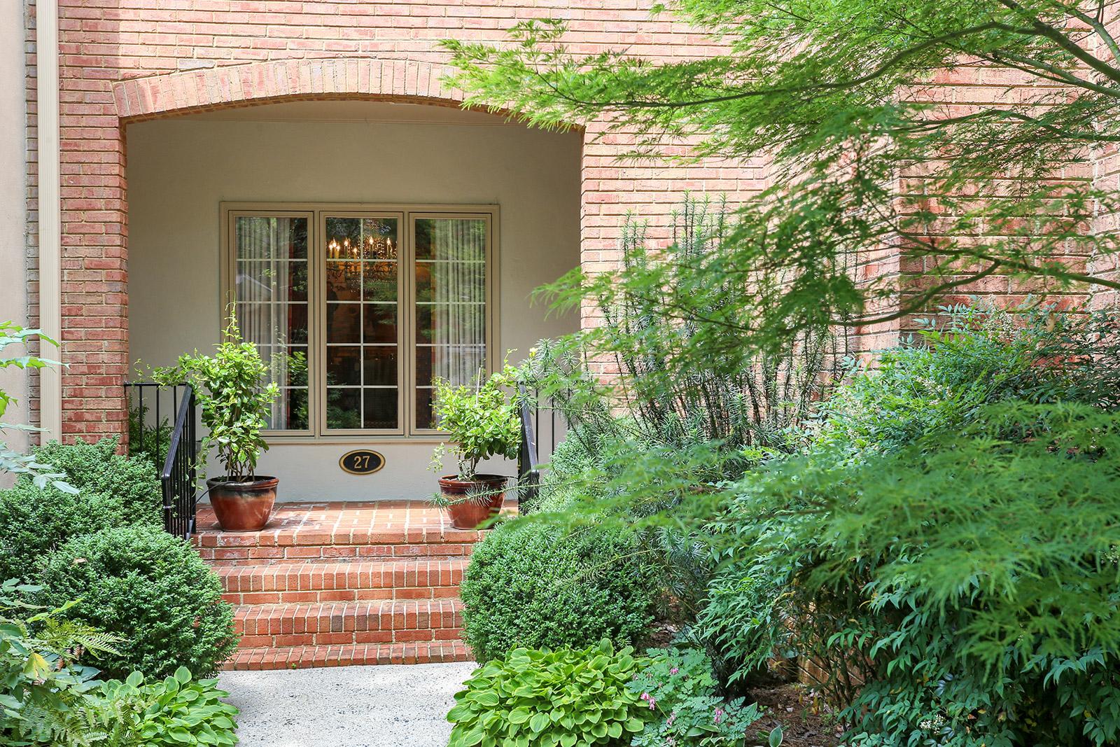 共管物業 為 出售 在 Sophisticated Townhome For The Distinguished Buyer 27 Paces West Drive Atlanta, 喬治亞州, 30327 美國