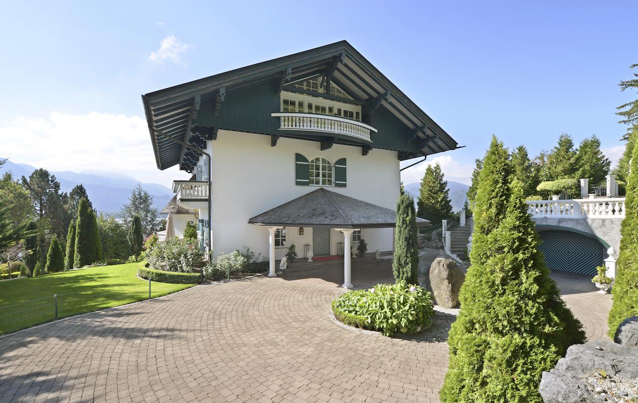 為 出售 在 Elegance & noblesse - stately home overlooking the lake Tegernsee, Bavaria, 83684 德國