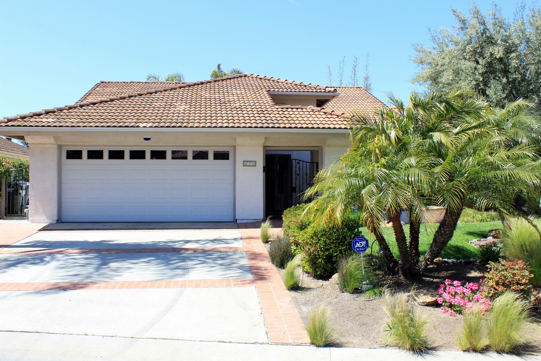sales property at 678 Poinsettia Park S
