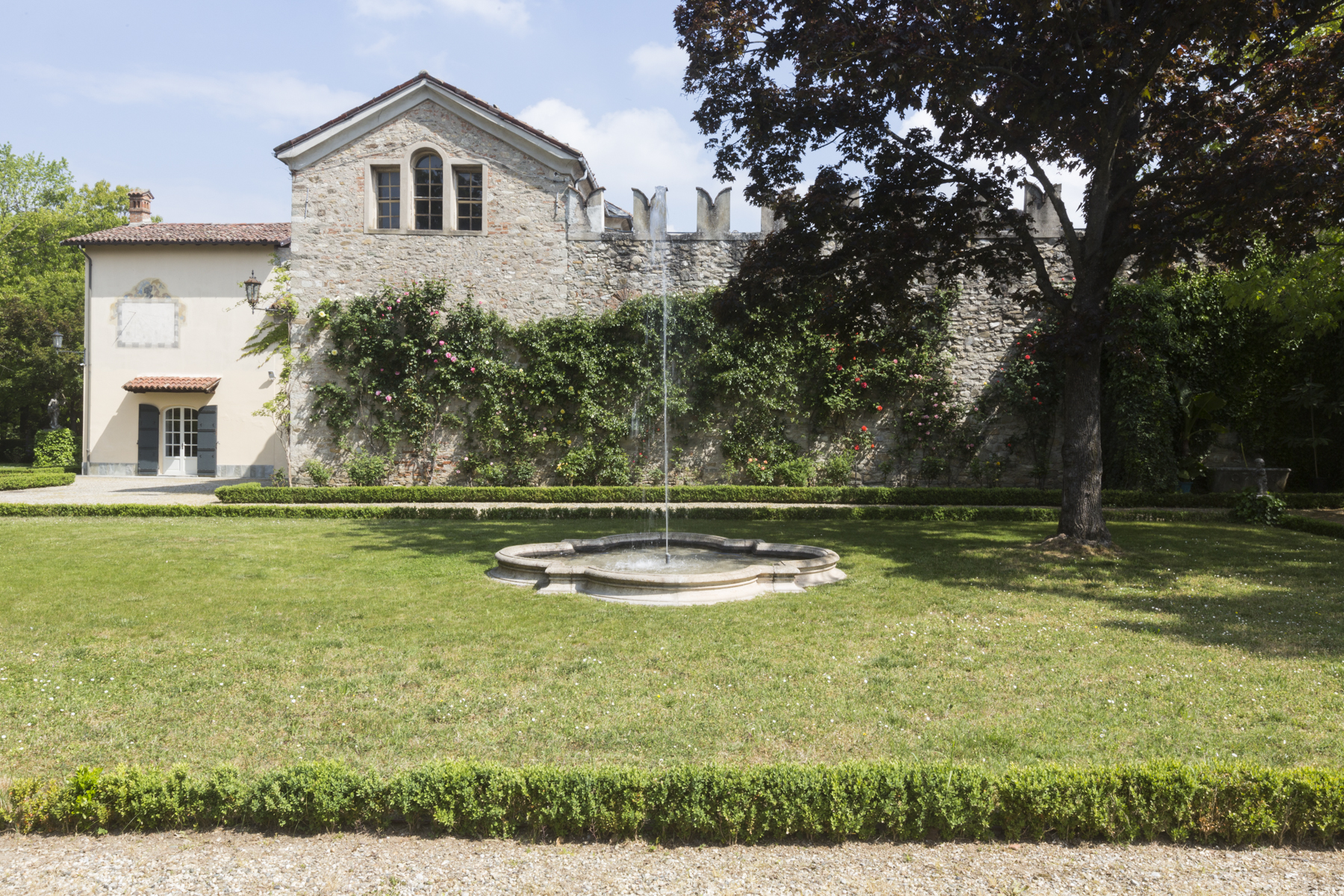 Additional photo for property listing at Timeless medieval castle surrounded by green Borghetto Borbera, Alessandria Italie