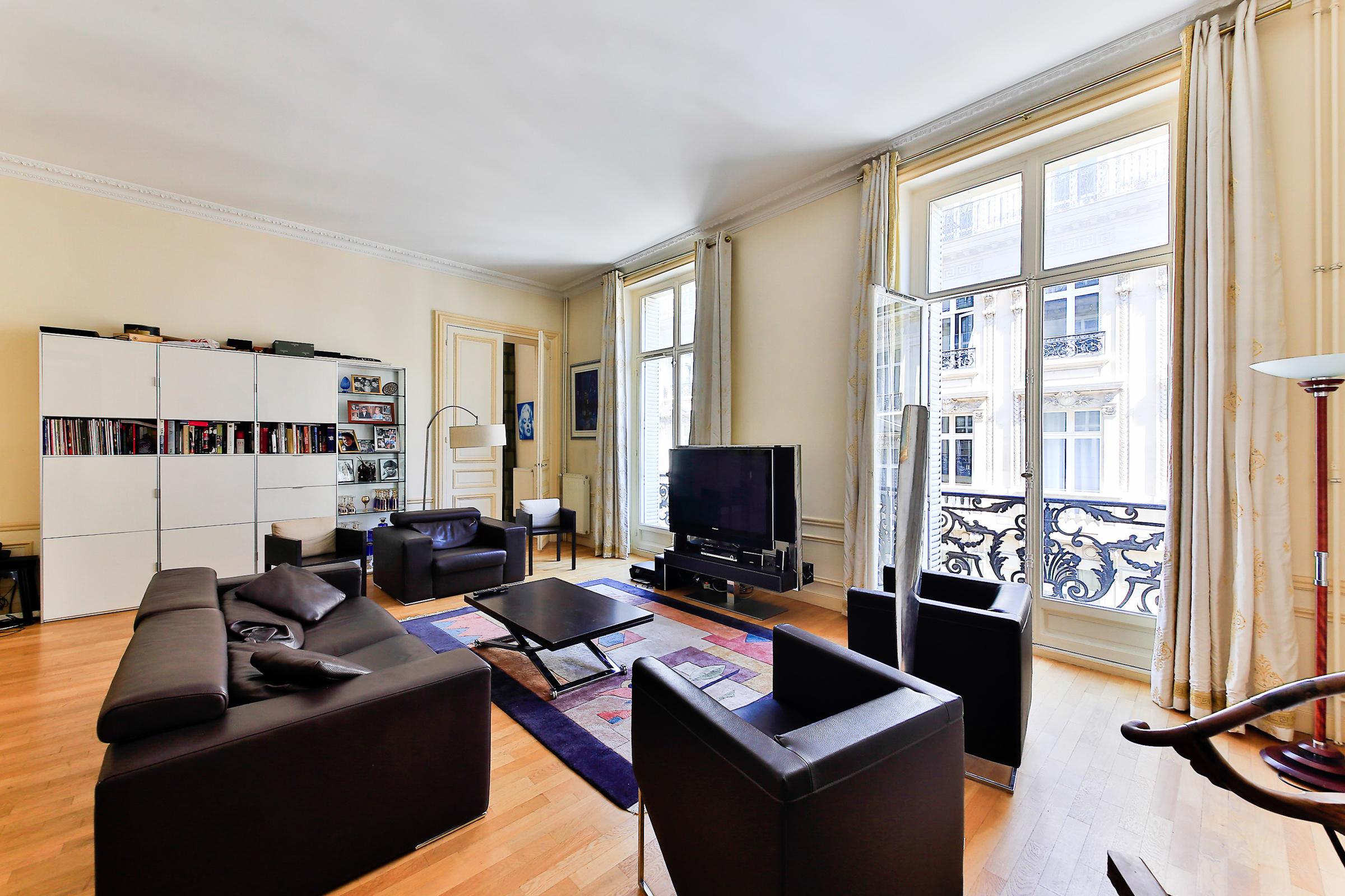 Appartement pour l Vente à Apartment - Plaine-Monceau Paris, Paris 75008 France