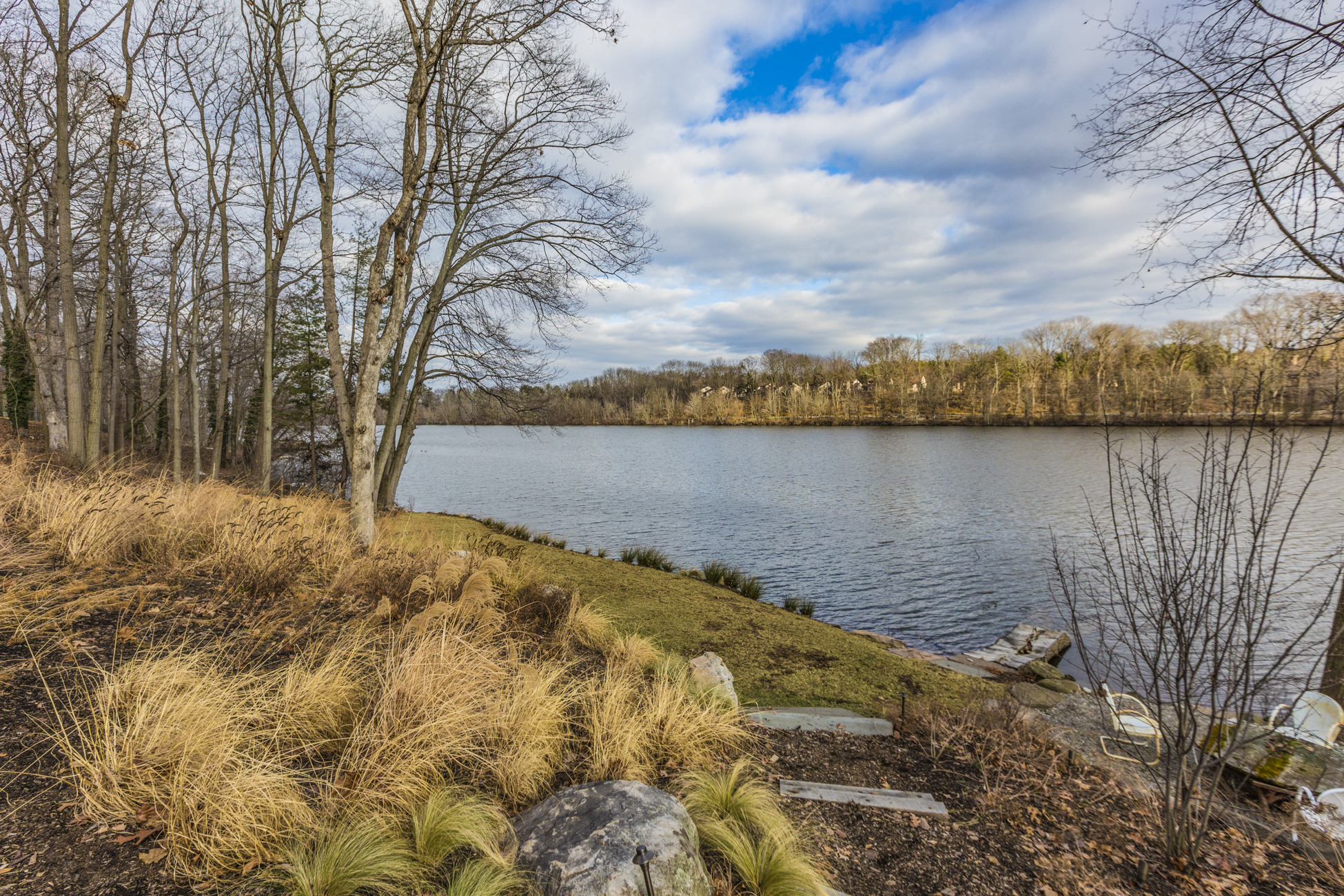 Земля для того Продажа на Incredible Lakefront Lot Ready for Your Dream Home 369 Riverside Drive Princeton, Нью-Джерси, 08540 Соединенные Штаты