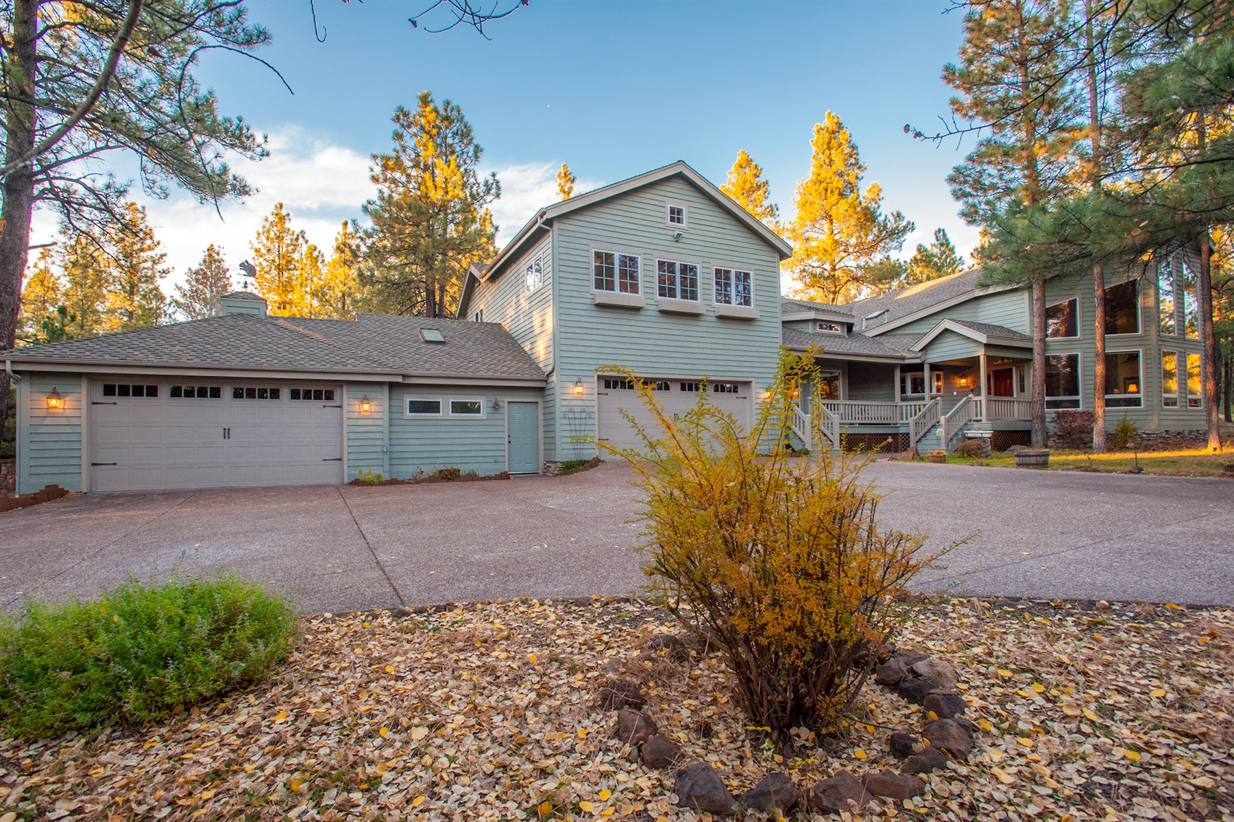 Single Family Home for Sale at Outstanding Purchase or Trade Opportunity for a Property in the Phoenix. 2489 E Eva CIR Flagstaff, Arizona 86001 United States