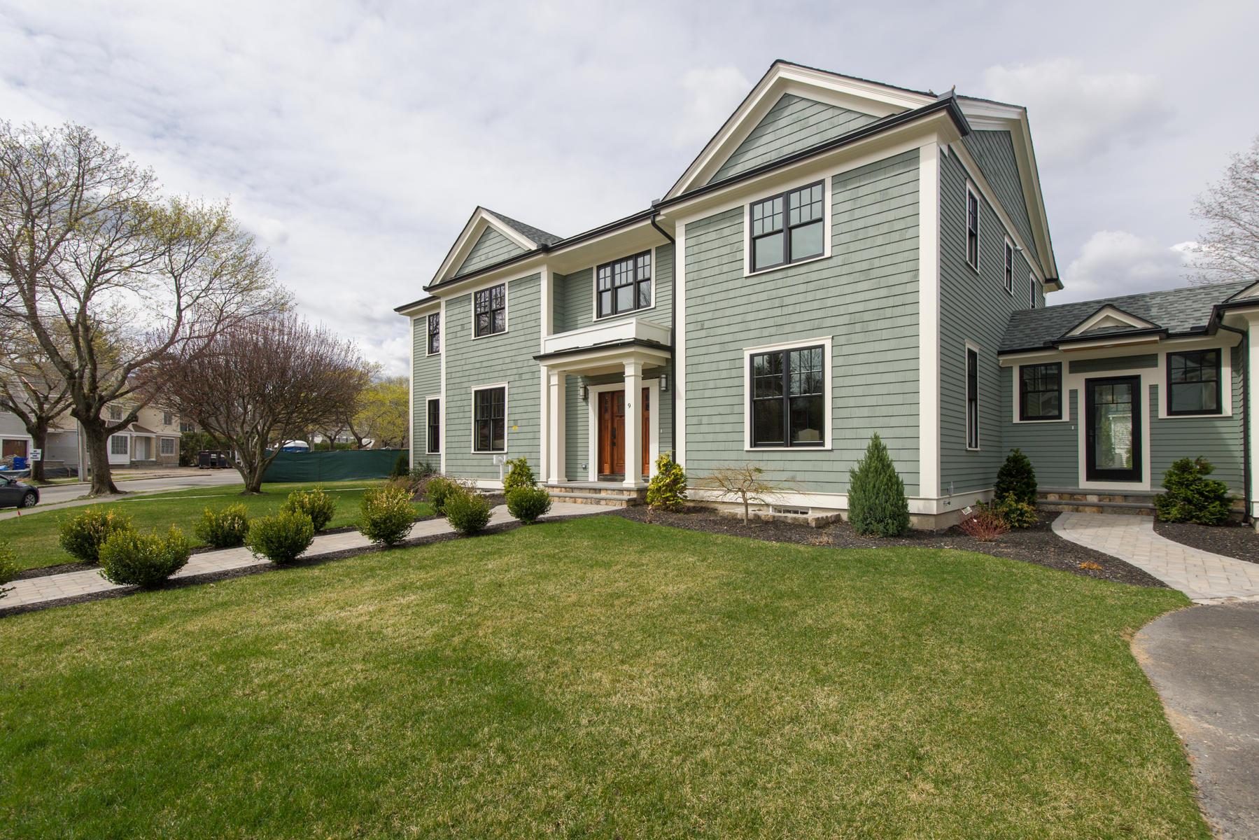 Moradia para Venda às Intriguing Custom Colonial 9 Karen Road Newton, Massachusetts 02468 Estados Unidos
