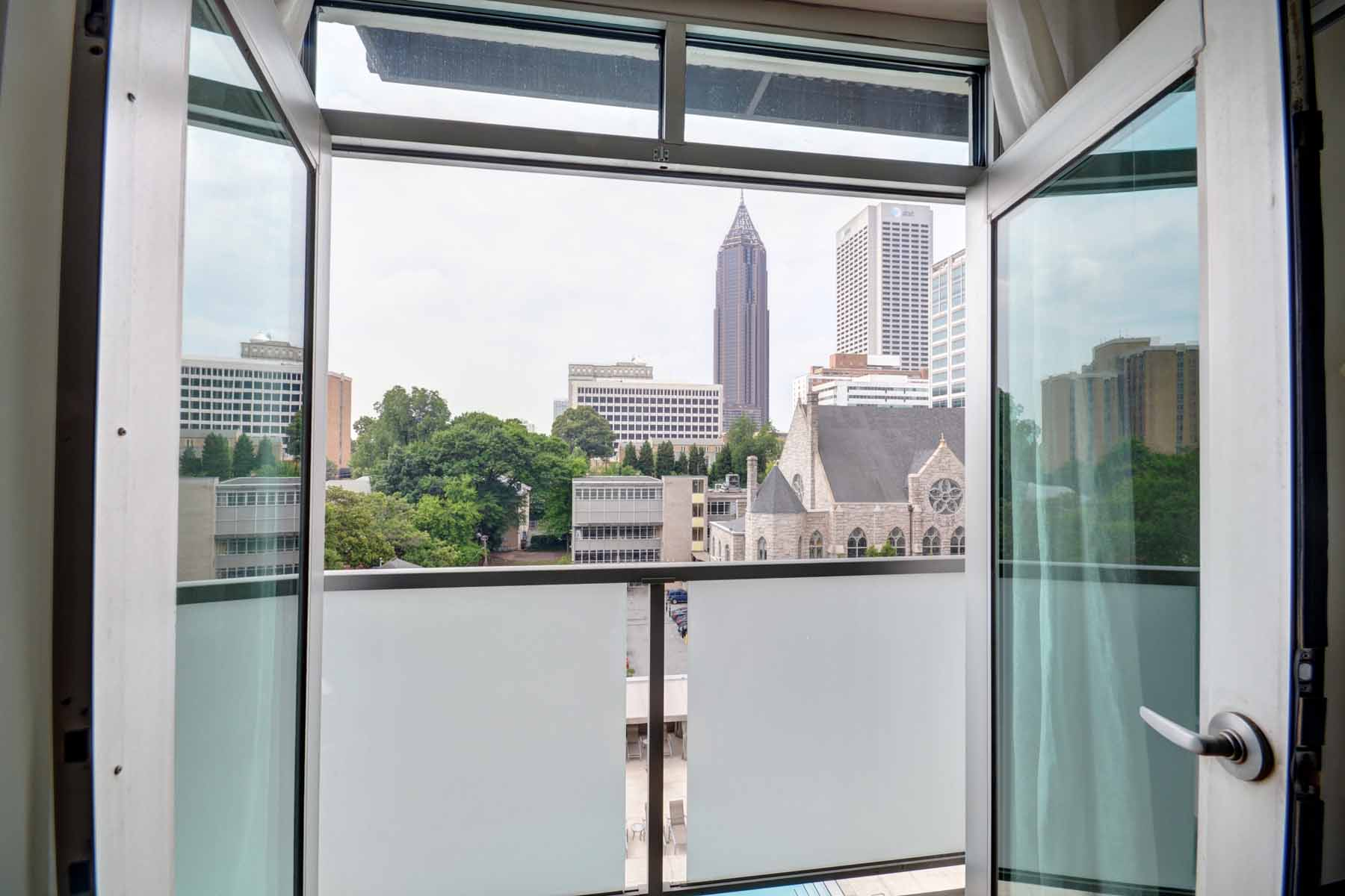 Additional photo for property listing at Beautiful 3-Bedroom3-Bath Combined Corner Unit at 805 Peachtree! 805 Peachtree Street NE Unit 504503 Atlanta, Georgia 30308 Stati Uniti