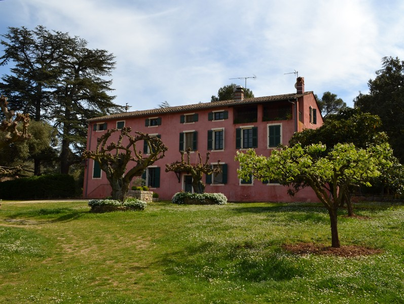 Property For Sale at Estate of 31 Ha with Chateau and guest house