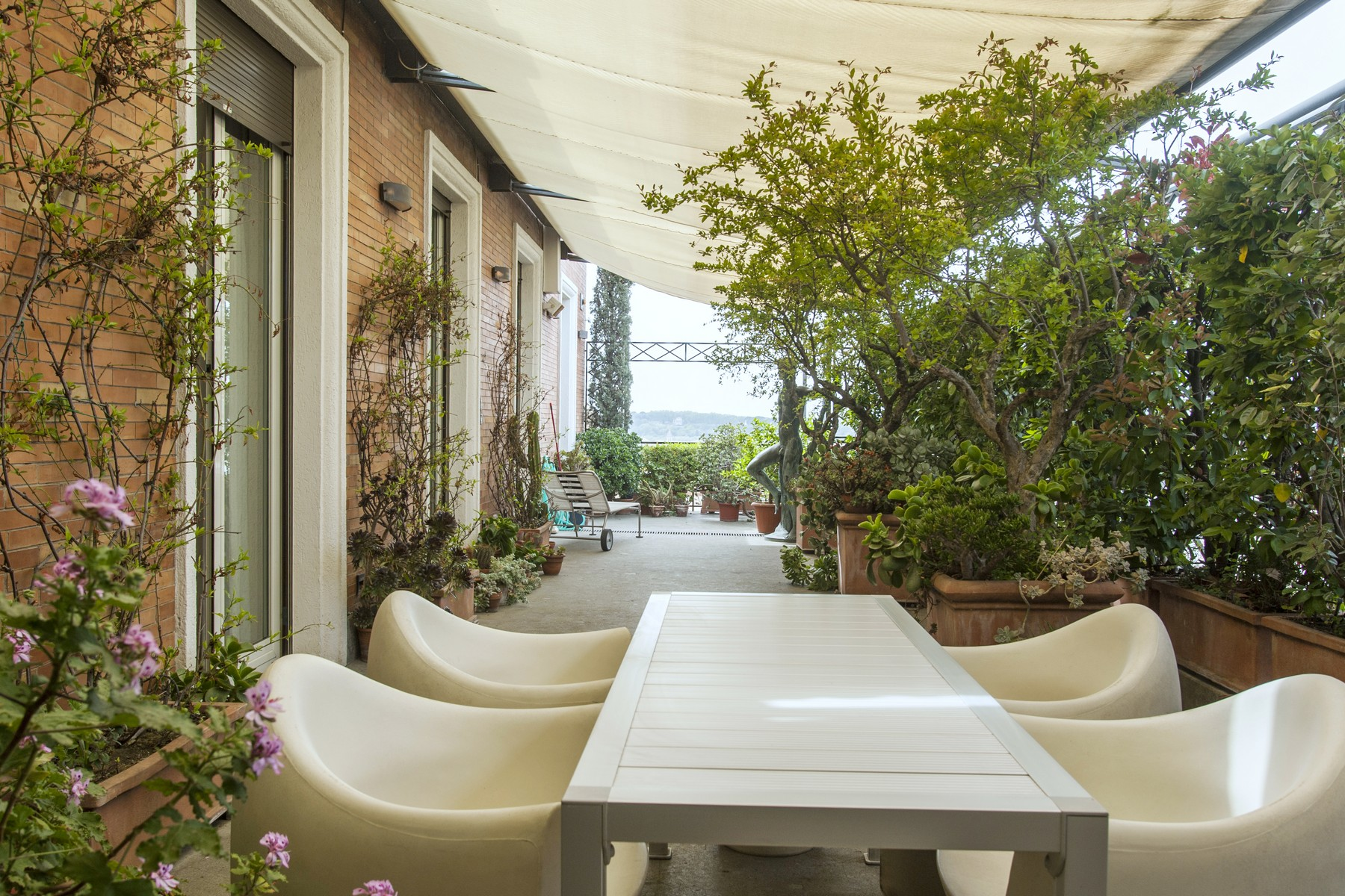 Additional photo for property listing at Stunning penthouse in modern elegant design with beautiful terrace Rome, Roma Italia