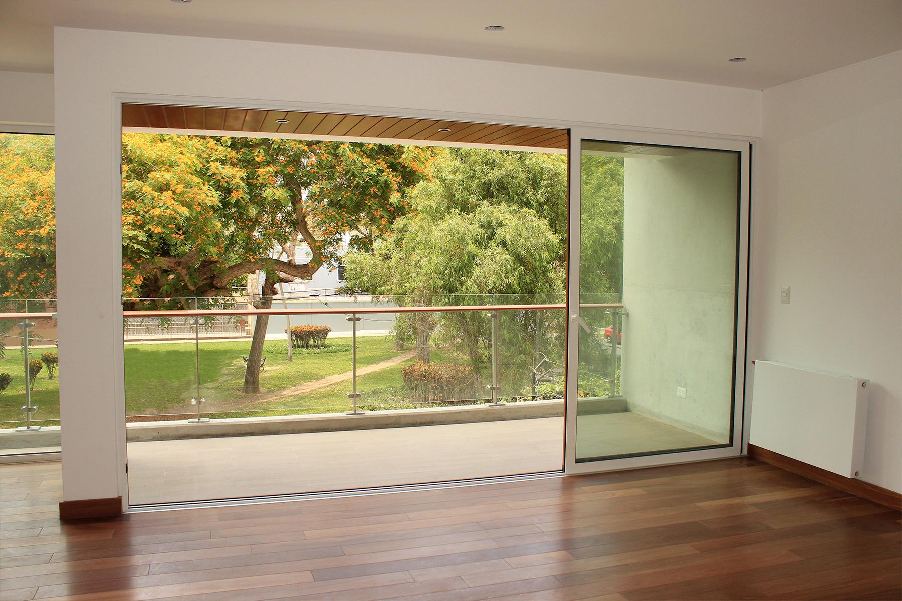 Apartment for Sale at Lujoso flat de estreno frente a parque Calle Santa Teresita, San Isidro San Isidro, Lima, 27 Peru