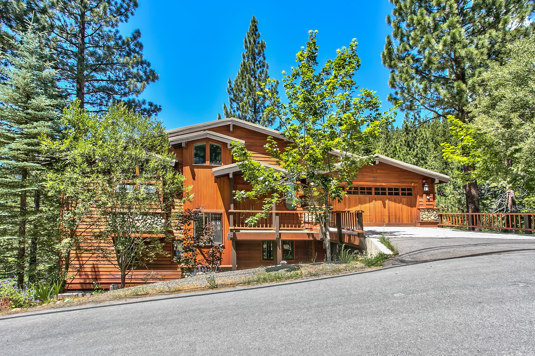 Maison unifamiliale pour l Vente à 515 Sugarpine Drive Incline Village, Nevada, 89451 Lake Tahoe, États-Unis