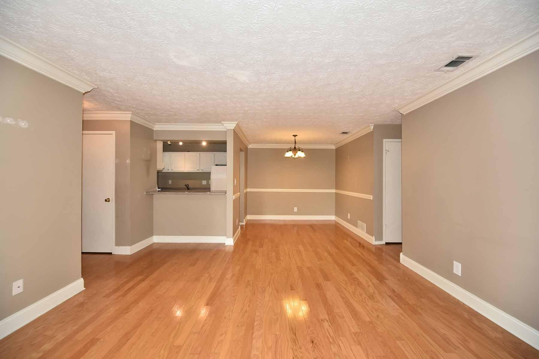Condominio por un Venta en Top Floor Move-In Ready Condo In Sandy Springs 6818 Glenridge Drive Sandy Springs, Georgia, 30328 Estados Unidos